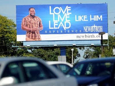 Caption here on, Tuesday, Sept. 28, 2010 in Atlanta, GA (AP Photo/Mike Stewart)