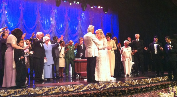 benny-hinn-praying-for-suzanne-remarriage