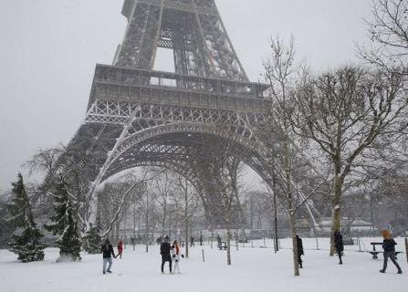 Eiffel Tower Shuts Down After Paris Snowstorm