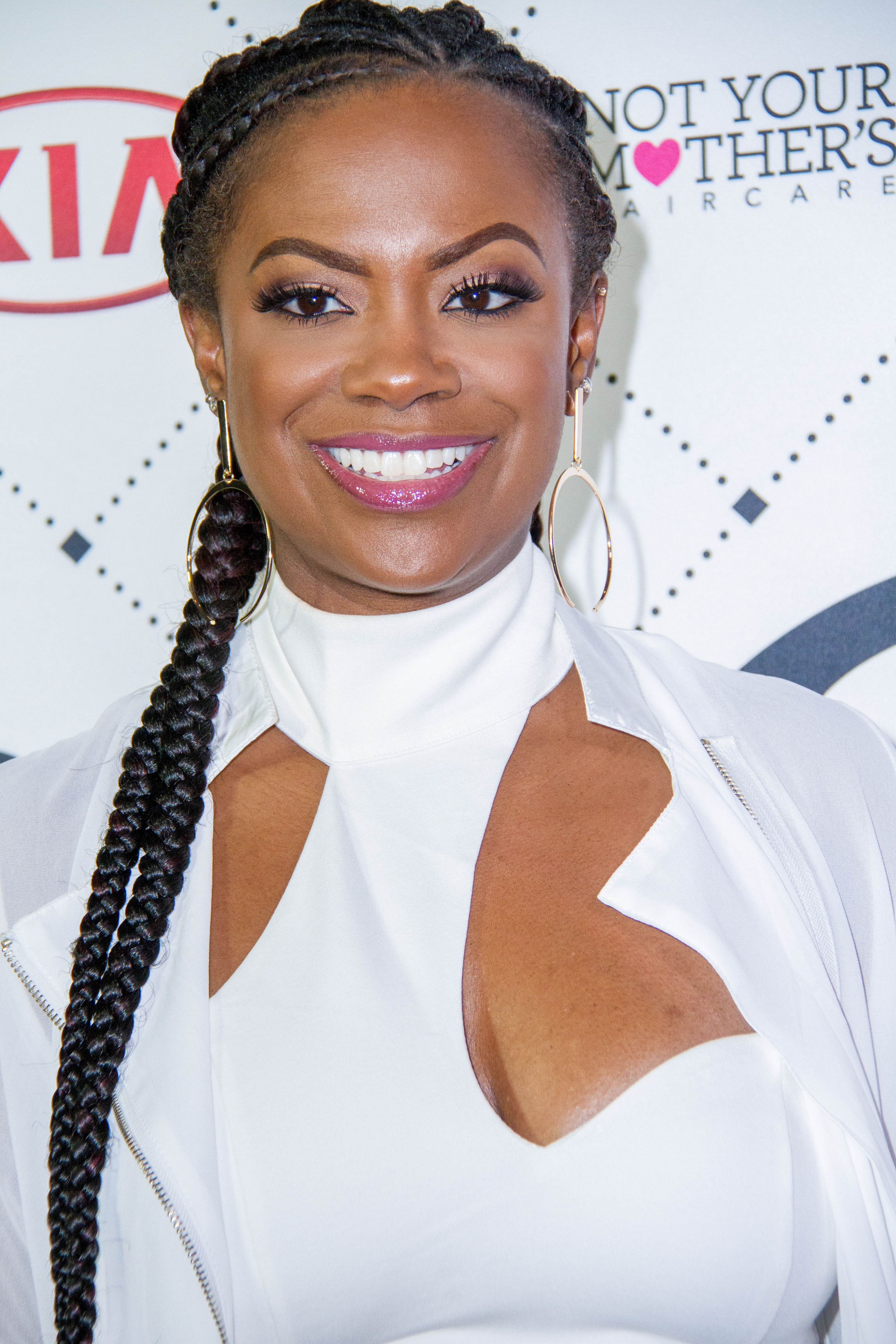 Kandi Burruss Stands With Moâ Nique In A Touching ...