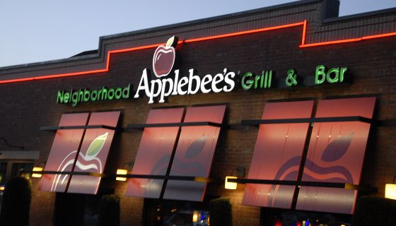 White Waitress Accuses Black Women Of Not Paying For Chicken Dinner At Applebee's