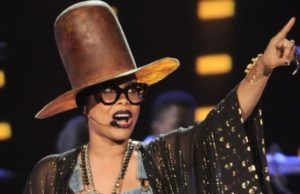 Erykah Badu Gets Pulled Over By Fans?