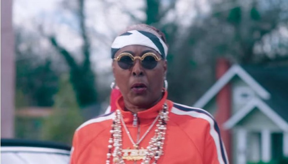 2 Chainz, YG, Offset Put Their Mothers To Work In 'Proud'